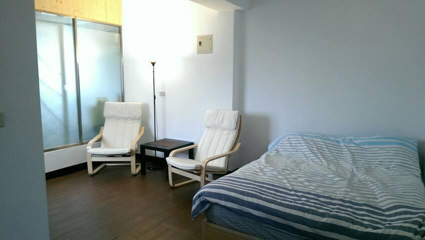 鄰近一中街、中友百貨、中國附醫乾淨寬敞的舒適套房 - North District - Leilighet