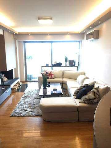 (GLYFADA) COZY FLAT WITH FANTASTIC VIEW/200m Metro - Elliniko - Leilighet