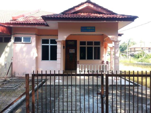 Homestay Amy28 Pasir Puteh,Kelantan - Pasir Puteh - Hus
