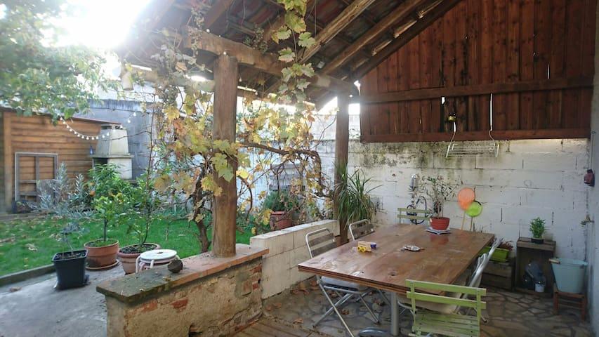 Chambre dans maison de centre ville - Gaillac - Huis