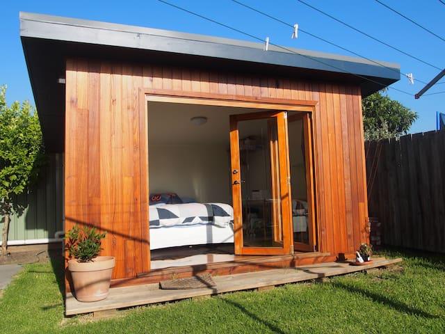Cosy bungalow in garden setting - Coburg - Bungalow