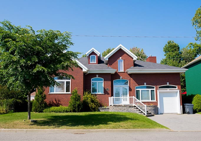 Beautiful huge family friendly home - Ville de Québec - Huis
