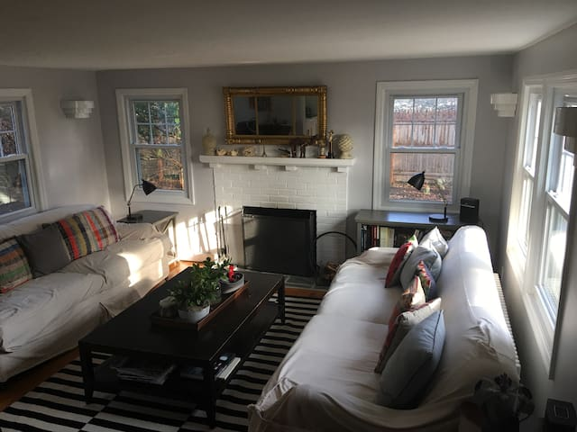 Chic and Cozy 2BD 1920's Cottage - Chappaqua - Σπίτι