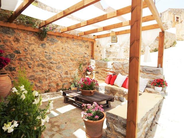 Traditional stone house camari - Apostoli - Huis