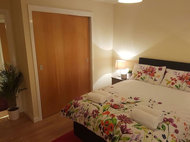 STUNNING TWO BEDROOM FLAT IN A  MODERN DEVELOPMENT - Paisley - Departamento