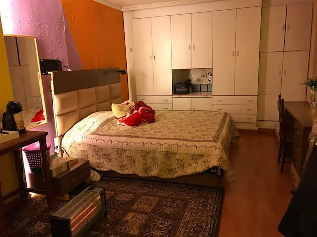 Cosy large underground room - near Beit Misk - Aatchane - Pension
