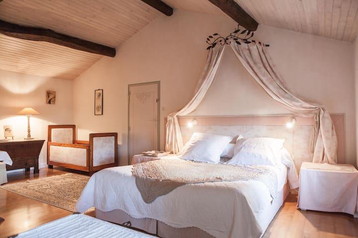 Le refuge du peintre-chambre Tahiti - Sainte-Terre - Bed & Breakfast
