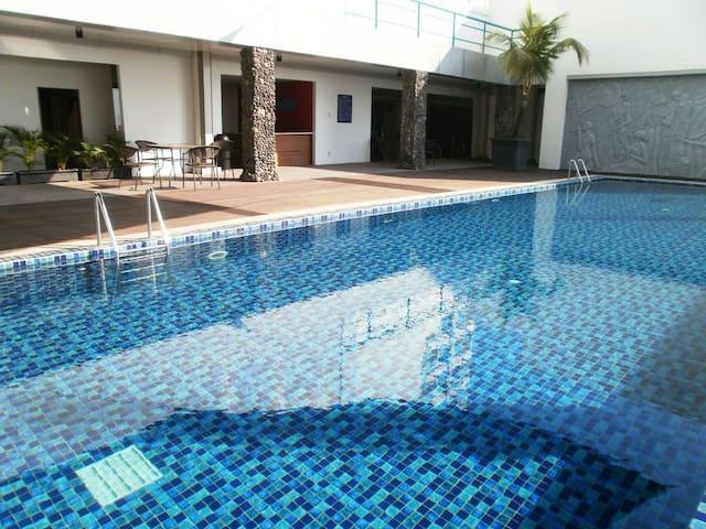 Travel lovers sunny simple studio - Wonocolo - Apartmen