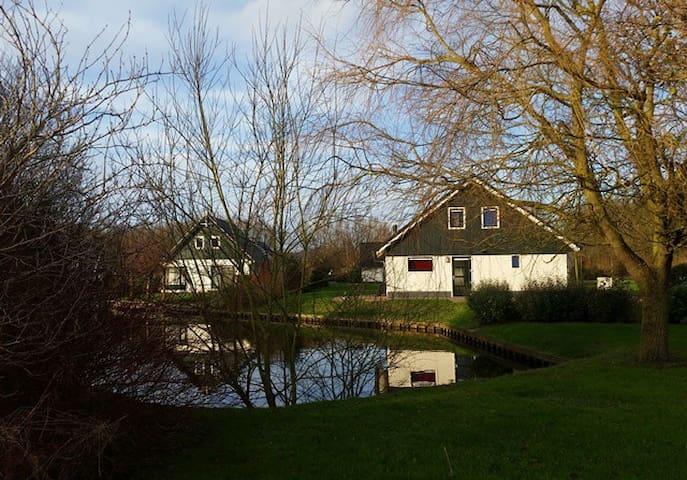 Nice holidayhome at the waterfront. - Gasselternijveen - Stuga