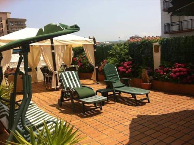 Apartamento con gran terraza junto a la playa - Laredo - Apartemen