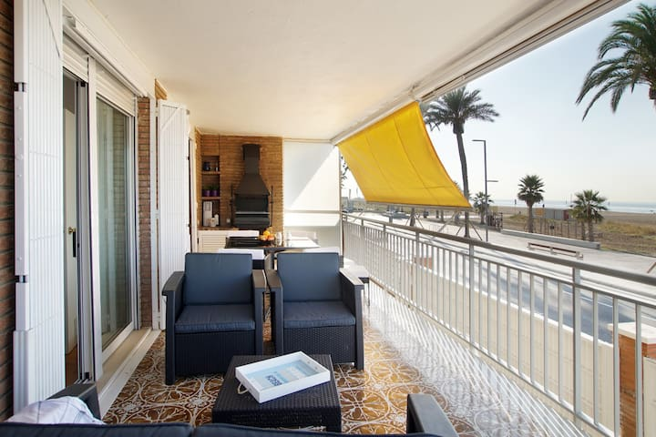 Front beach apartment Be my Guest Castelldefels - Castelldefels