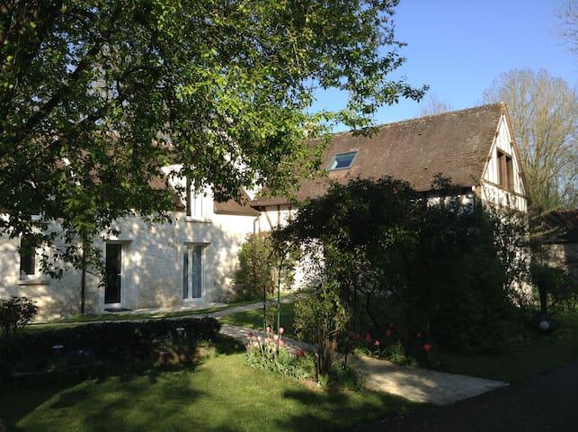 Maison de la rivière - Varennes-Jarcy - Casa