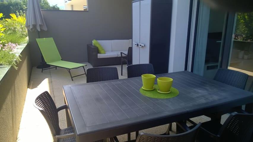 Joli T2 avec grande terrasse - Eybens - Apartamento
