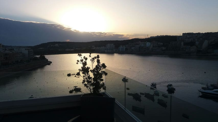Luxurious studio penthouse on a panoramic harbour - Saint Paul's Bay - Leilighet