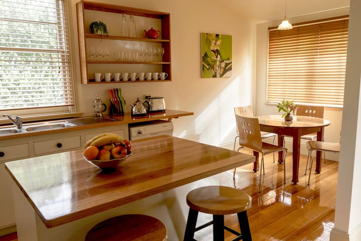 Family Friendly House - Free NBN - Free parking - Invermay - Casa