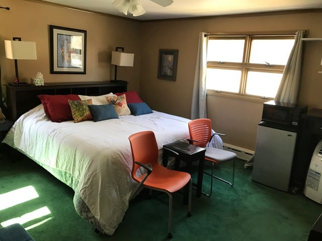 Large private room on Lake Webster - Webster - Дом