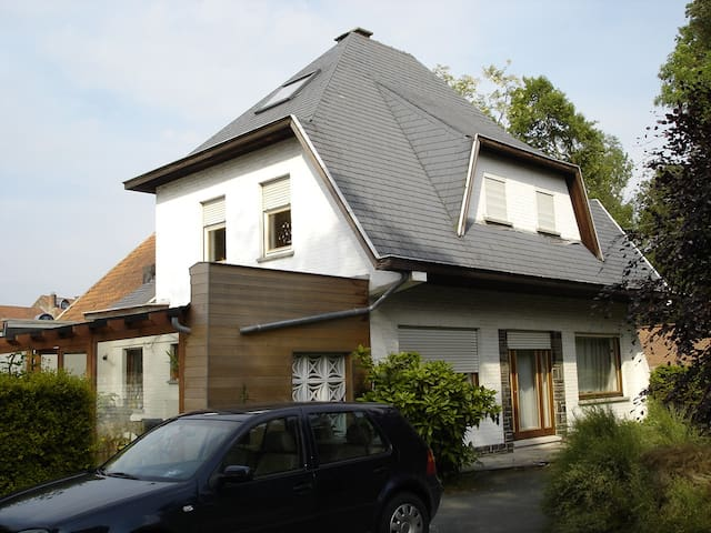 Cosy residence in a quiet neighborhood - Braine-l'Alleud - 別荘
