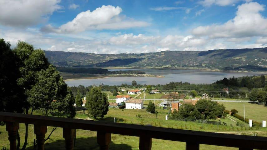 Casa campesina, vista a la laguna - Guatavita - Ev