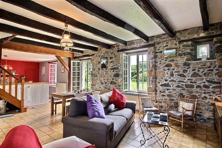 Cottage between land and sea - Gommenec'h - Ev