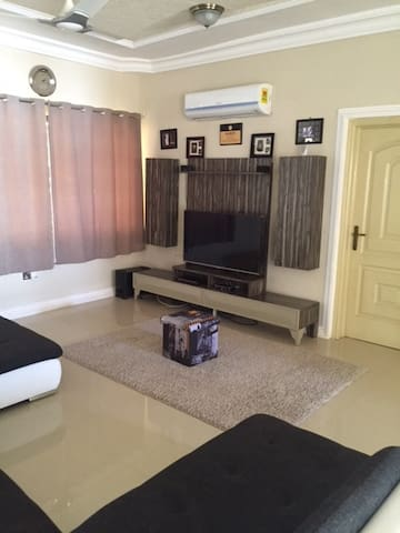 Simple clean unique affordable hide out in  Accra - Adenta West - Huis