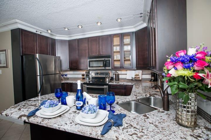 Lenox Hill Themed Private Suite - Edmonton - Apartemen