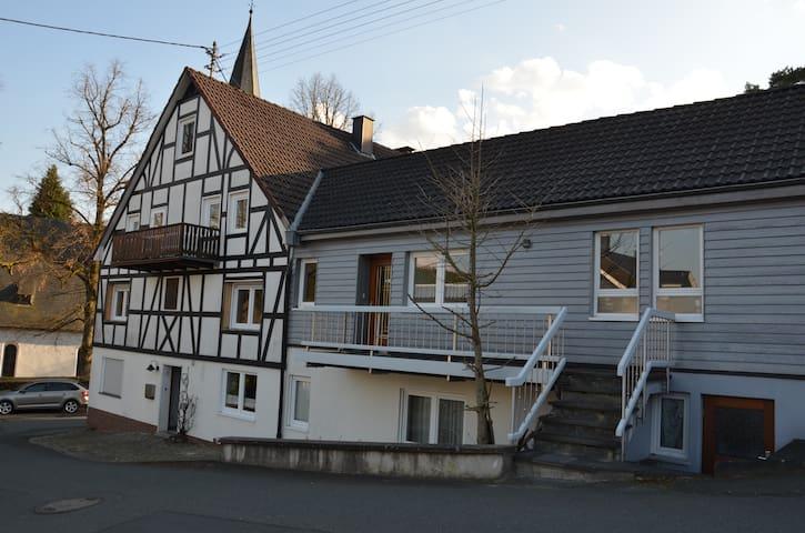 Frisch renovierte Wohnung nahe Siegen - Freudenberg - Квартира