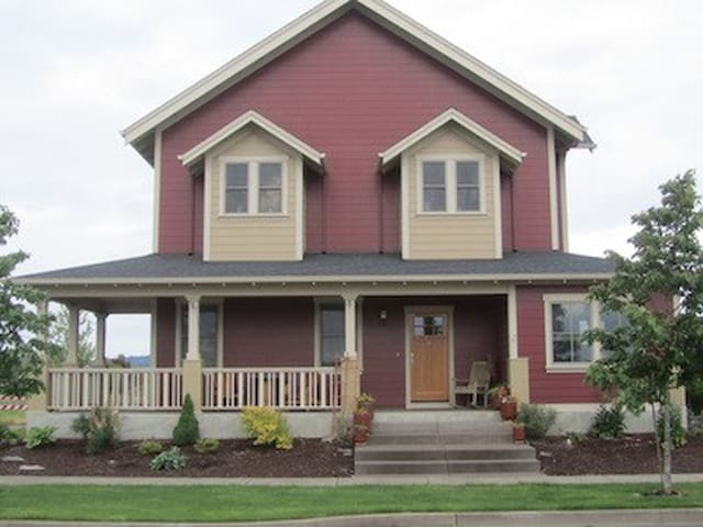 Custom built 3BD/2.5BA home in Oregon wine country - Monmouth - Casa