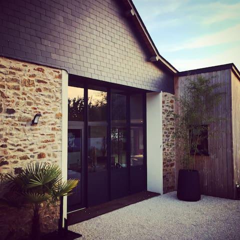 Maison de charme près hippodrome - Chambre BLEUE - Thorigné-d'Anjou - Huis