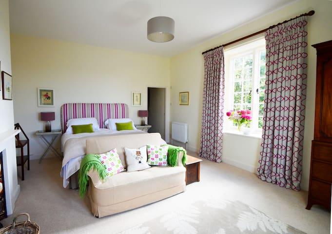 Elegant, welcoming rooms in a Devon farmhouse - Tiverton