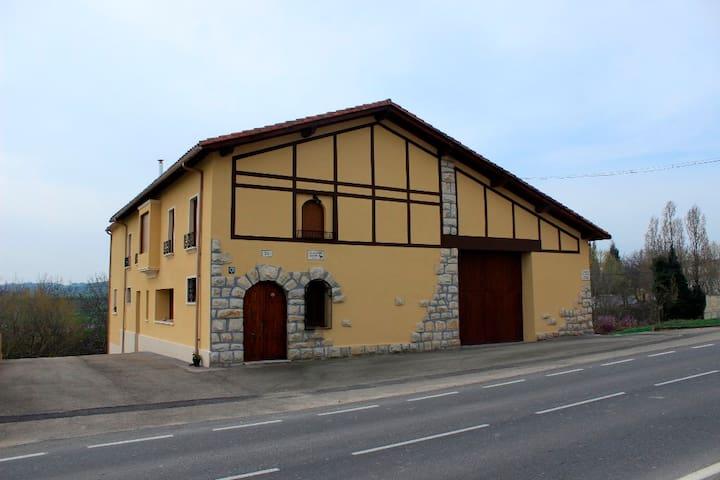 Casa rural para 8 personas - Abárzuza - Hus