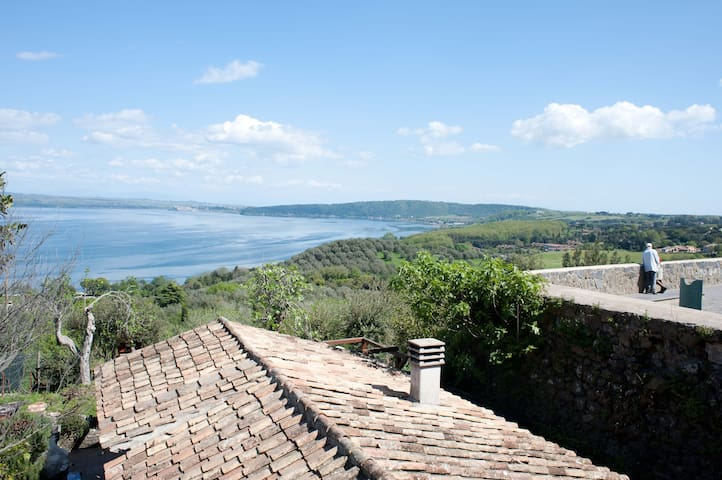 Lovely house with lake view garden. - Bracciano - Rumah