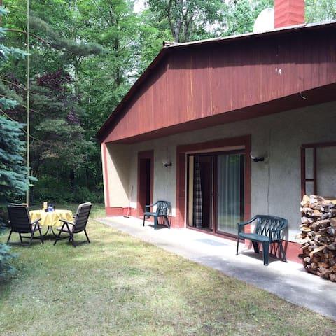 Idyllisches Ferienhaus am See - Gräfenhainichen - Hus