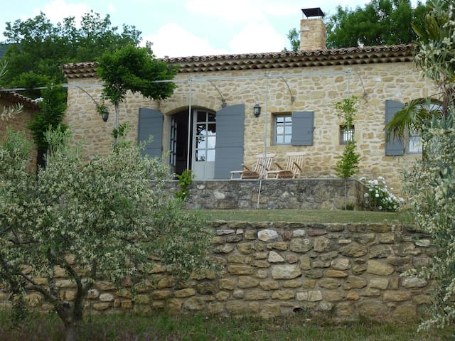 Charming country cottage near Lourmarin - Lourmarin