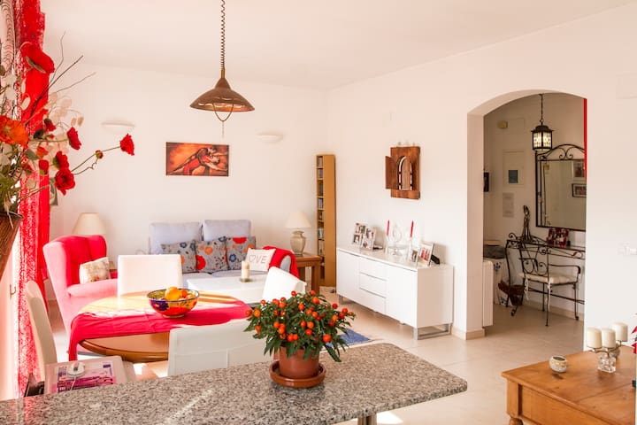 Pretty, bright apartment near Buddhist monastery. - Muntanya de la Sella - Leilighet