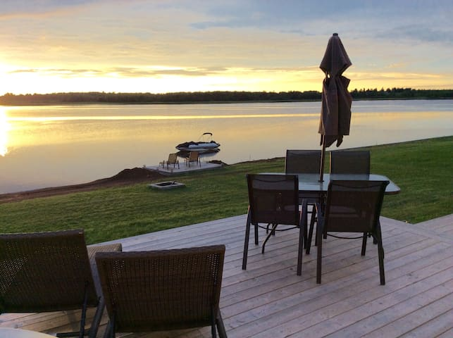 Waterfront Vacation Home! Paradise - Cocagne - Hus