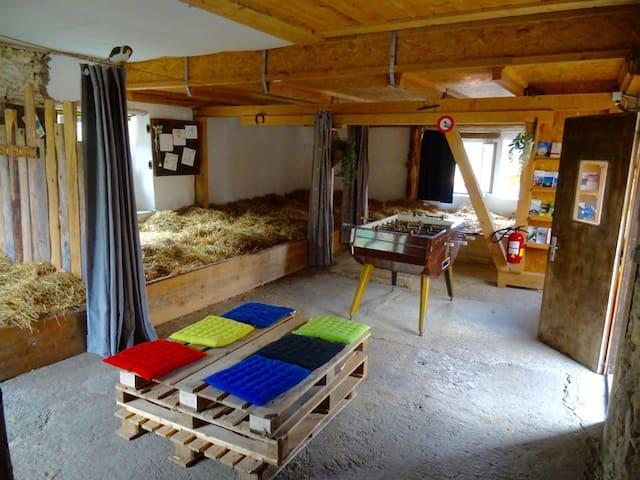 Camping et dormir sur la paille - Val-de-Travers - Natuur/eco-lodge