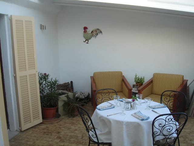 Loft style living with terrace, only 8km to beach. - Sa Pobla - Apartment