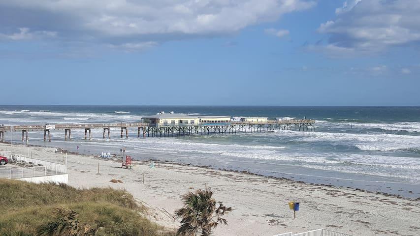 Beautiful Ocean Views From balcony! Steps to Beach - Daytona Beach Shores - Hus