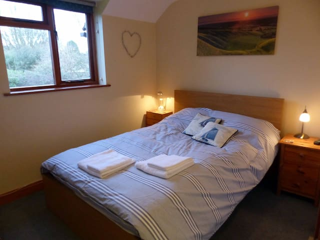Uffington Double room nr White Horse Hill/Ridgeway - Uffington - Huis