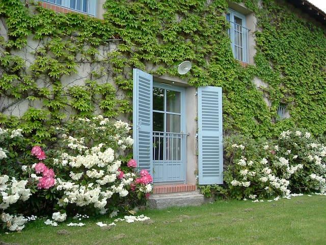 Studio La Pérolière - Saint-Romain-le-Puy - Daire