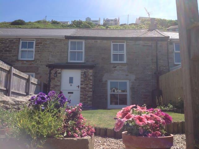 Newly renovated cottage 2 min walk to family beach - Portreath - Casa