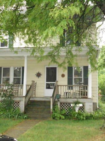 Old Farmhouse, single room - Detroit - Hus