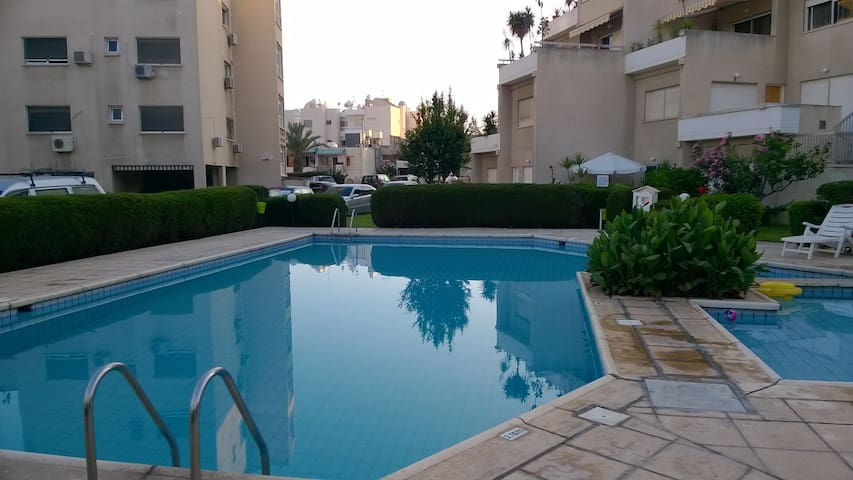 Cozy 2 bed apartment opposite the Beach - Germasogeia - Appartement