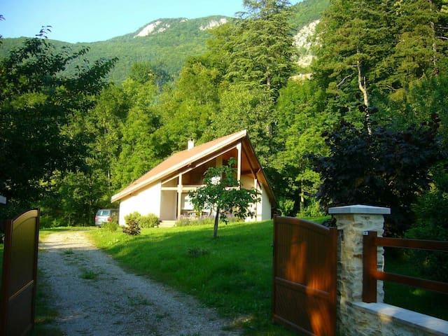 Maison de caractère dans la verdure - Aiguebelette-le-Lac - Дом