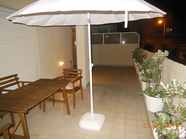 Apartamento T1 com terraço a 2,4 km praia Miramar - Arcozelo - Lägenhet