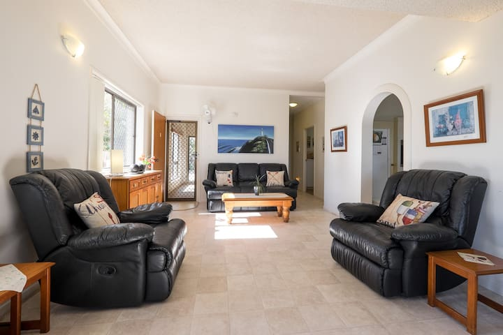 Keith's Place, the most popular unit on Bribie Is. - Bongaree