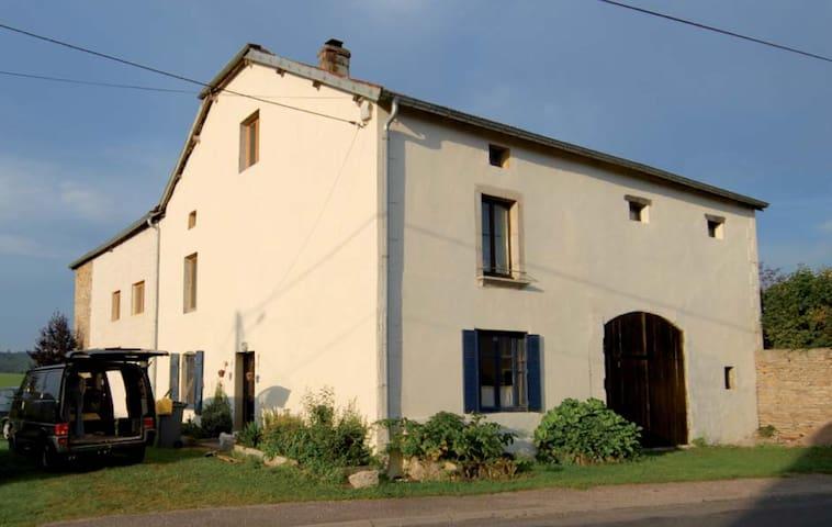 Grande maison de campagne au calme - Aboncourt-Gesincourt - Appartement