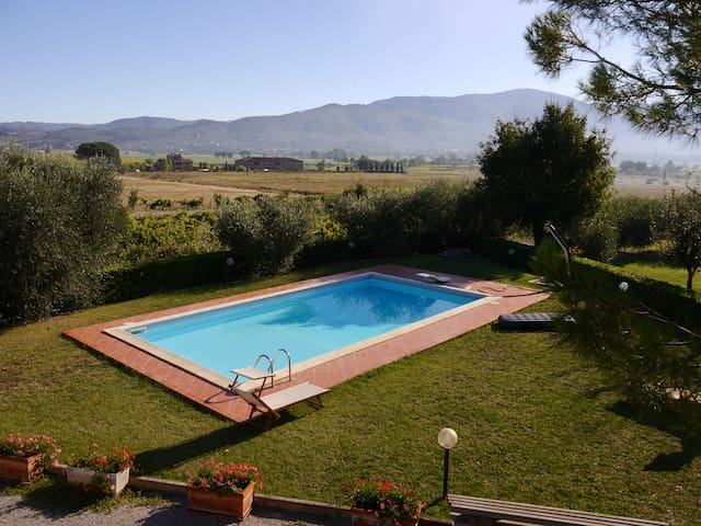 Spacious house with breathtaking poolside view - Fratta-Santa Caterina