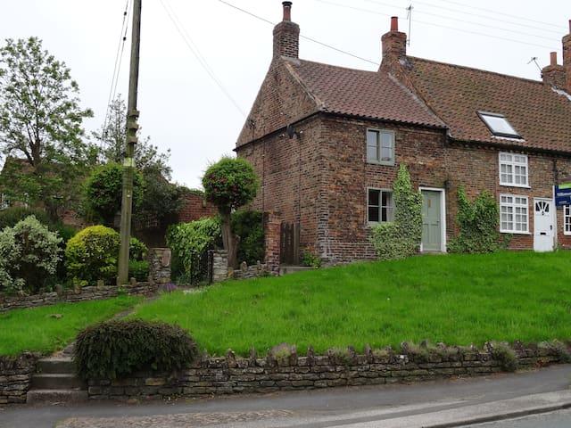 Shepherd's Cottage 1, High Street, Stillington. - Stillington