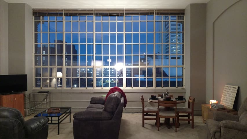 Historic High School Apartment close to Notre Dame - South Bend - Appartement